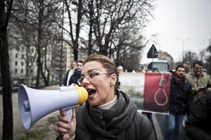 """Barbara Benedettelli - Manifestazione """"Non suicidatevi ribellatevi"""""""