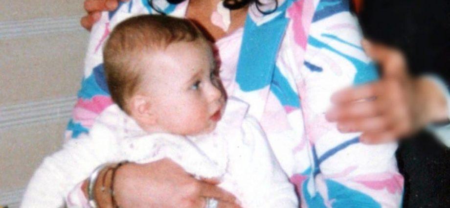 Matilda in braccio alla mamma Elena